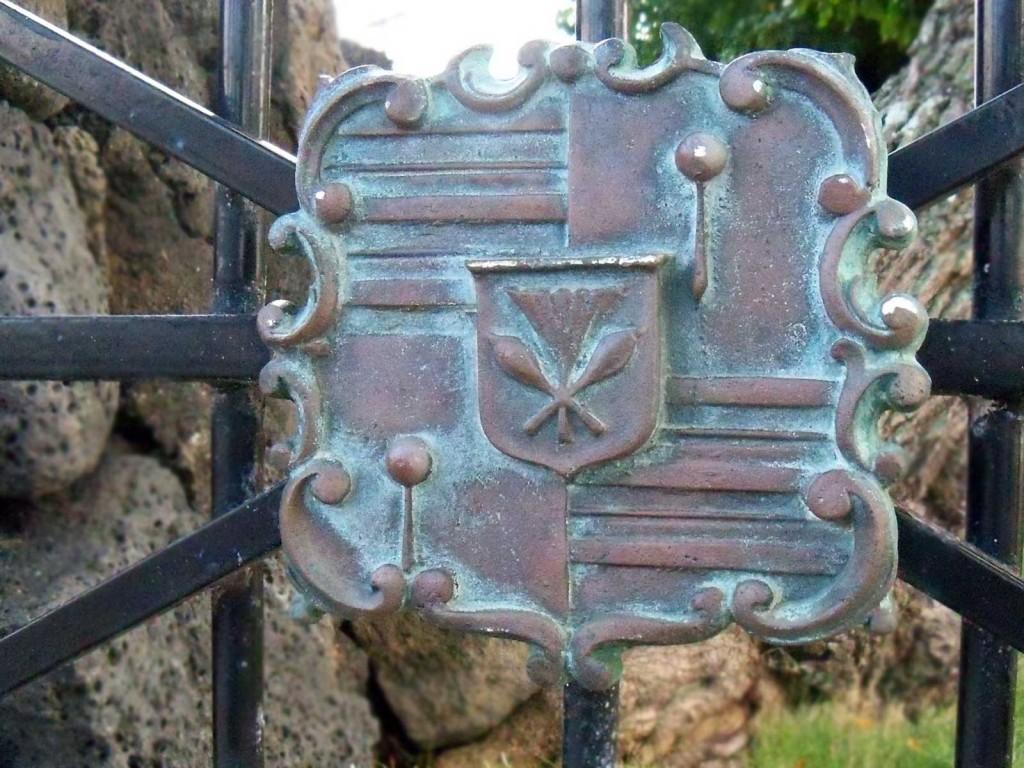 Hawaiian Roayl Crest at Hulihe'e Palace
