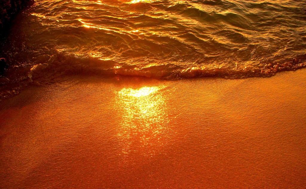 Waikiki Sunset in the Sand
