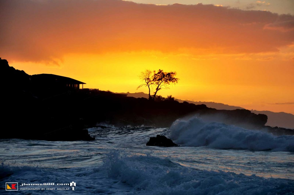 hawaii-waimea-bay-sunset