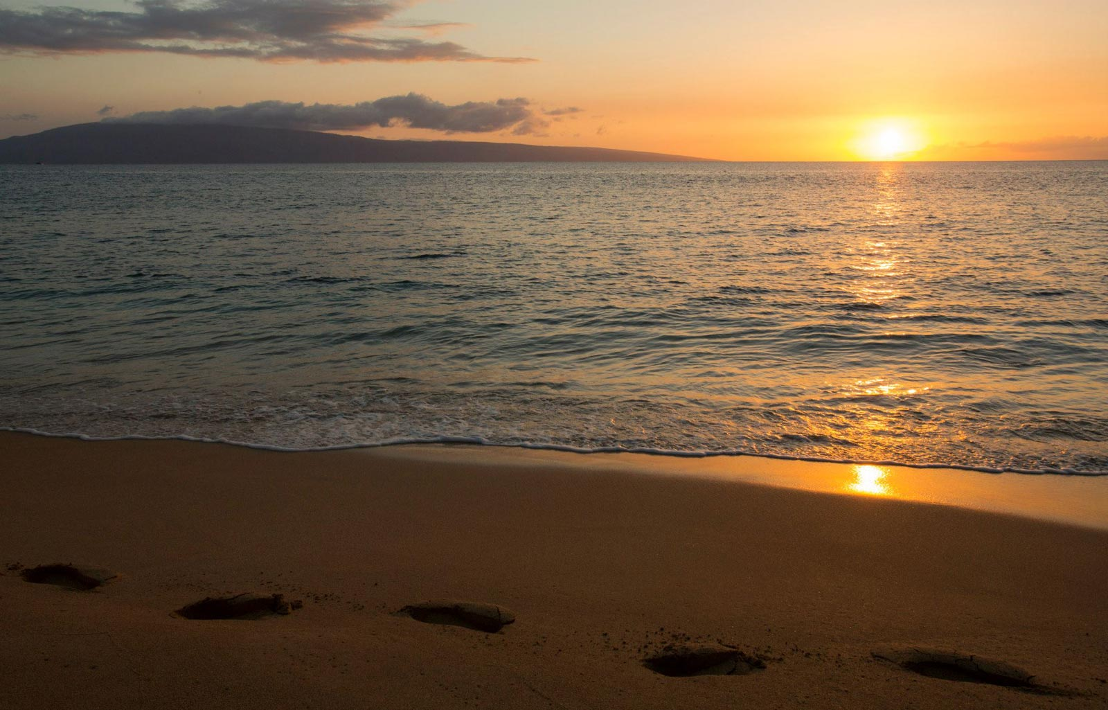 Footsteps in the Sand - Hawaii Pictures