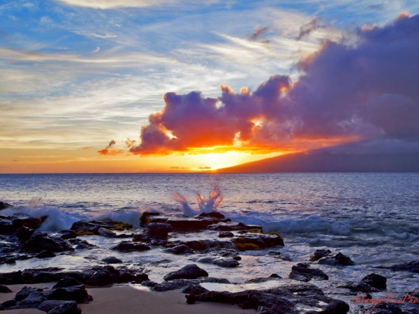 maui-sunset-sea-spray