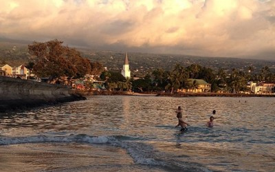 Kona Pier Playing